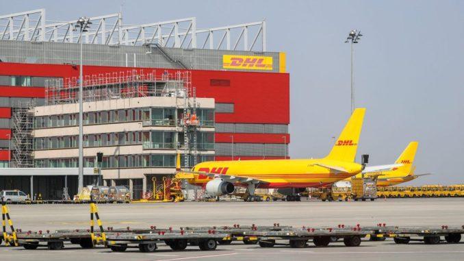 Frachtflugzeuge von DHL auf dem Flughafen Leipzig/Halle. (Foto: Jan Woitas/Archiv)