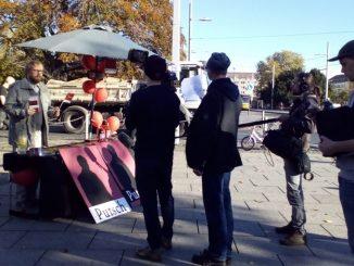 Ein Fake am Albertplatz in Dresden: Für eine Folge einer Olaf-Schubert-Liveshow drehte der MDR am 30. Oktober 2018. Foto: Una Giesecke