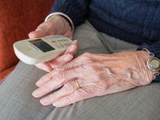 Dreiste Betrüger kontaktieren Senioren telefonisch, um zum Teil hohe Geldsummen von ihnen zu erschleichen. (Foto: pixabay)
