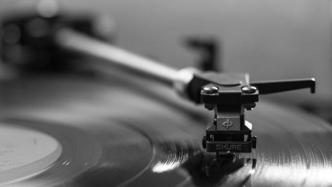Gute Musik und Humor zum Schmunzeln erwartet die Gäste. (Foto: pixabay)