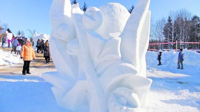 Skulpturen aus Schnee und Eis werden in den nächsten Tagen wieder viele Besucher nach Neuhermsdorf locken.