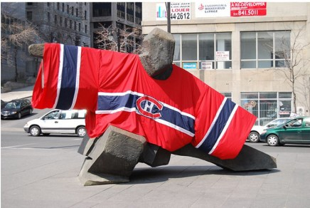 The Ju Ming sculpture at Square Victoria was covered in a Habs jersey during their 2008 playoff run. (Photo-Yves Hache)