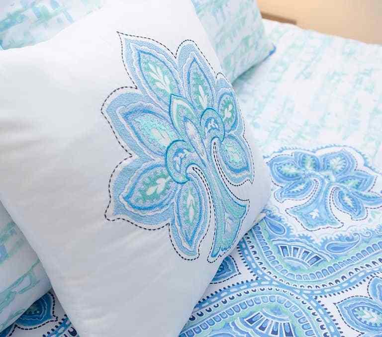 Dawson Retreats near Missouri star quilt co hotel bedding