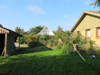 Tilbageblik fra nøjagtig samme sted som forrige billede: Det er egentlig synd at slå græsset, mosset får mere lys og græsset får sværere ved at bevare overtaget!