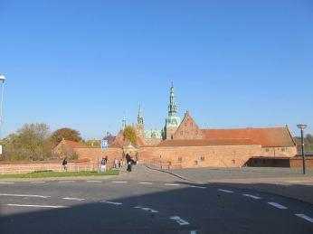 Frederriksborg slot i strålende sol
