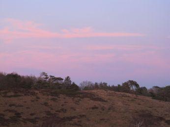 Efter solnedgang er himlen rød mod øst