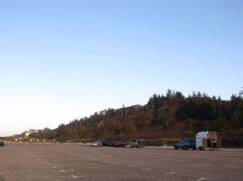 Tisvildeleje Strandparkering er også om vinteren stedet, hvor folk mødes for at gå en tur