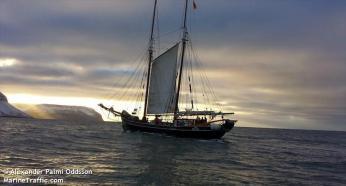 Har Island kyster med sådanne flade taffelbjerge? 2013, November 8.