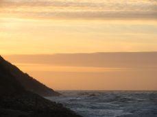 Dragesurf ved Tisvildeleje - hvis man kigger efter, kan man se sejlet fra en dragesurfer - eller er det bare en måge?