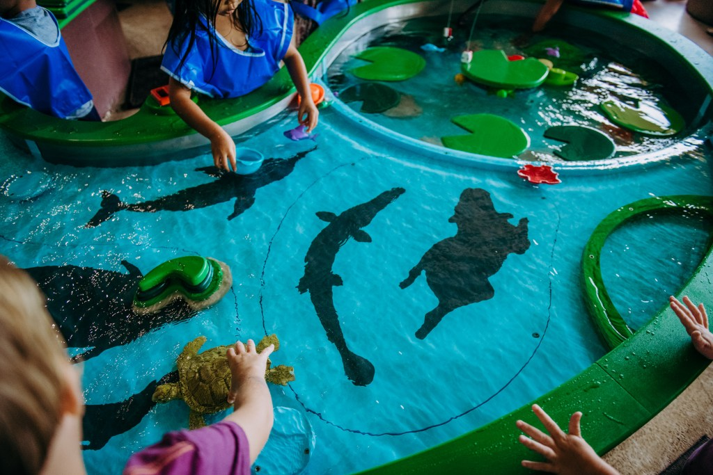 water play hands on group educational learning childrens discovery center oahu hawaii