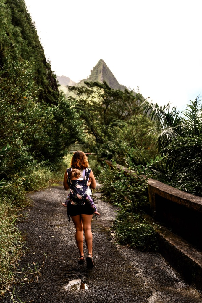 mountain view family hike old Pali highway, oahu hawaii, travel with kids