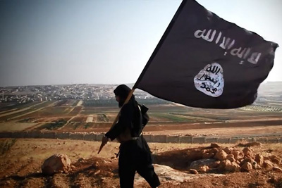 ISIS-fighter-with-flag