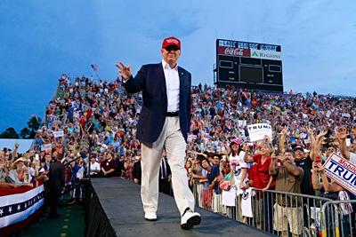 Trump draws 30K