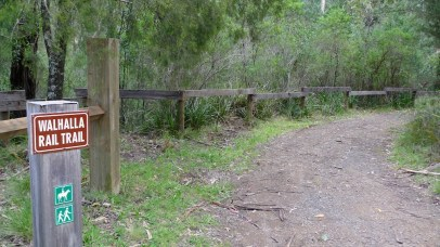 Path to the Walhalla Rail Trail from the carpark & picnic table