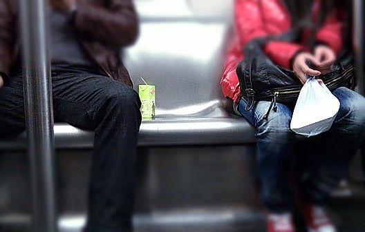 MTR車廂內的紙包飲品