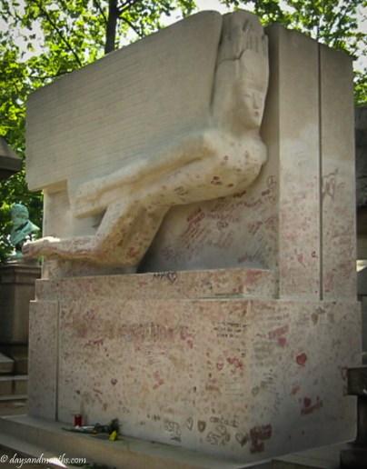 Oscar Wilde grave (1 of 1)