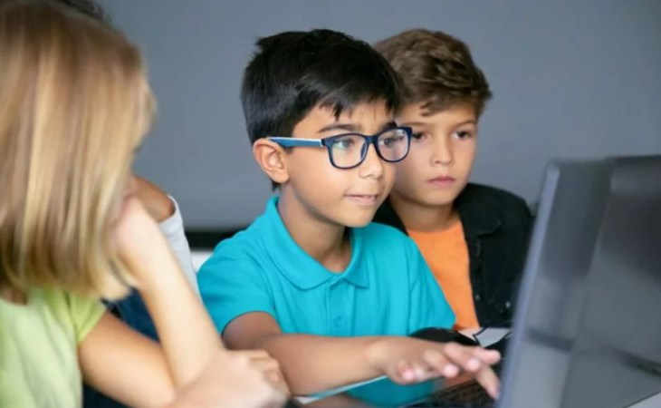 Can digital devices trigger myopia among children