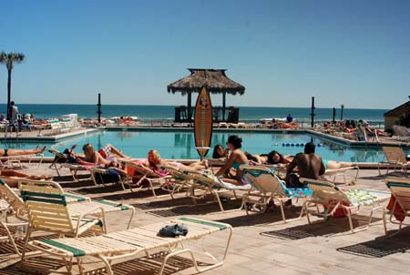 Hawaiian  Inn - around the pool