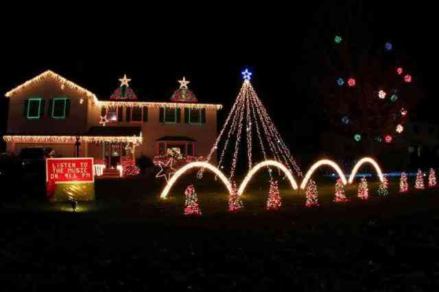Raggi Christmas Lights in Farmington
