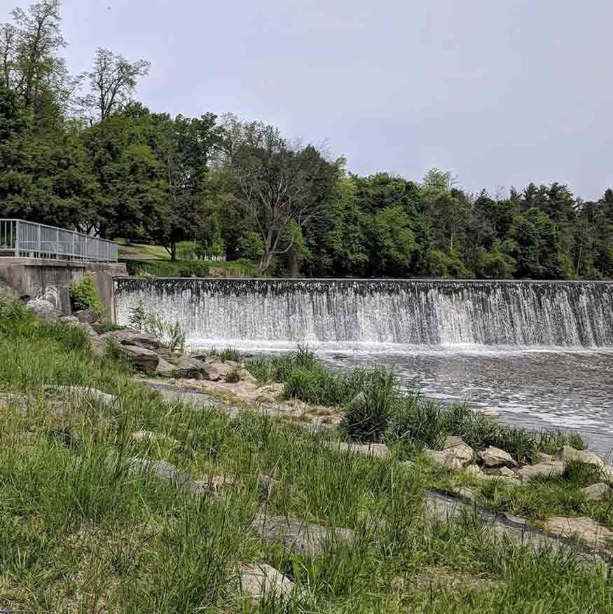Roadside waterfalls near Rochester: Black Creek over Churchville Dam
