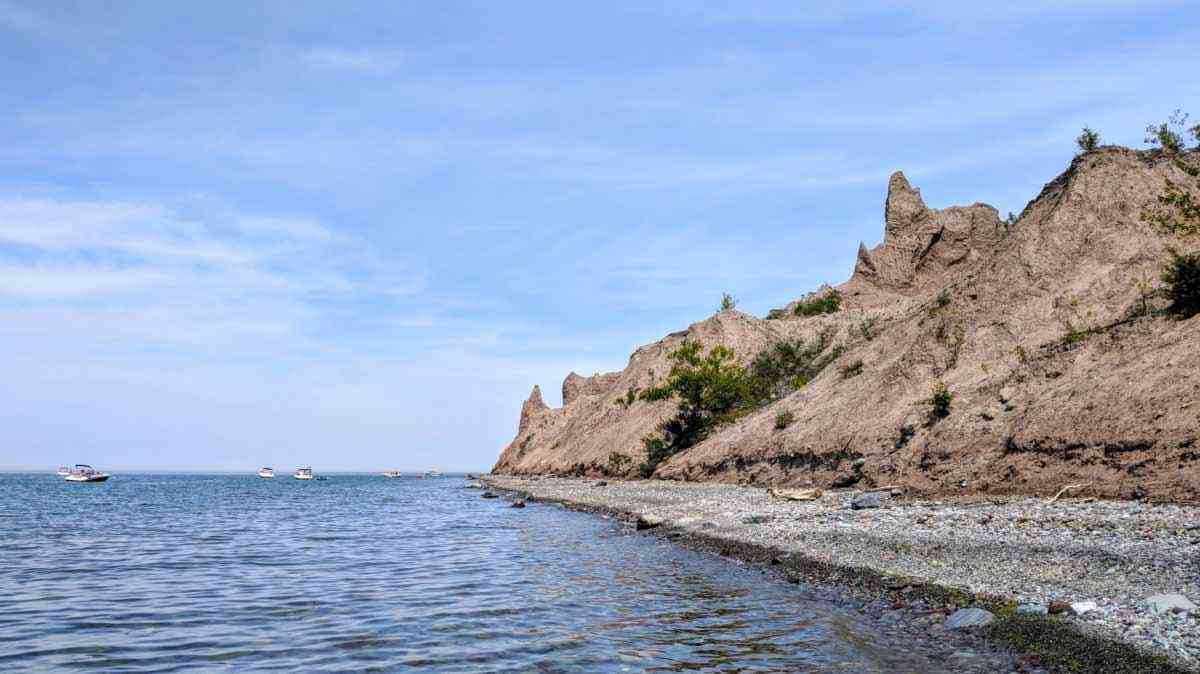 Chimney Bluffs State Park