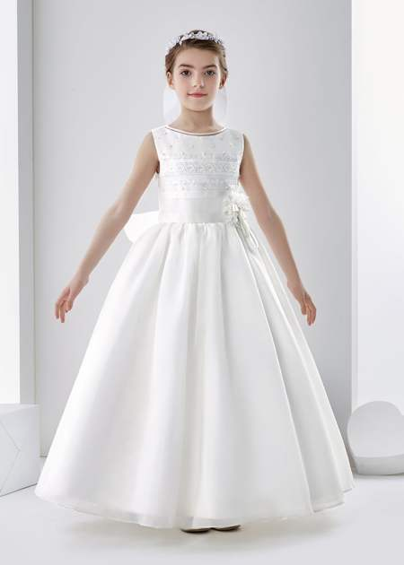 The Jesselton Girl Shopping: Affordable Girl's Communion Dresses at Mariacommunion