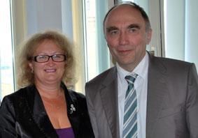 Заместитель председателя павлодарского общества немцев Ольга Литневская и д-р Кристоф Бергнер.