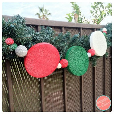 DIY thrifty outdoor Christmas garland using foam shapes and spray paint. Easy dollar store Christmas craft.