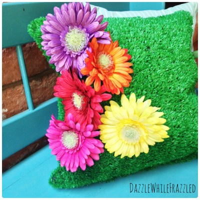 DIY astro turf outdoor pillow | DazzleWhileFrazzled.com
