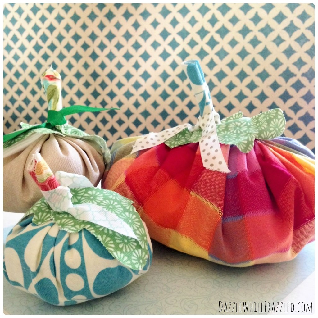 How to make autumn fabric pumpkins from fabric scraps.