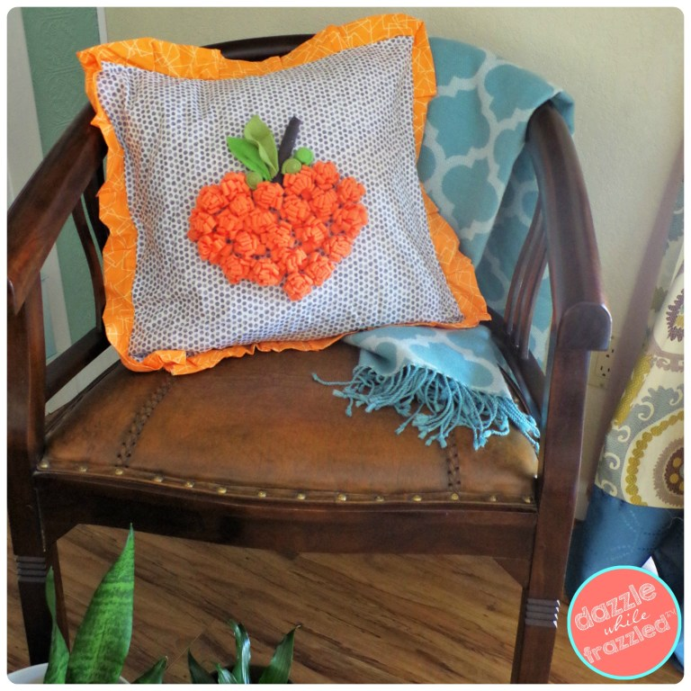 DIY autumn pumpkin envelope pillow for Halloween | DazzleWhileFrazzled.com