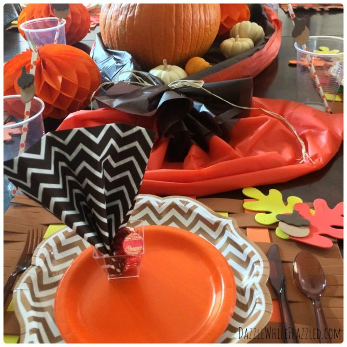 How to create an easy clean-up Thanksgiving table.