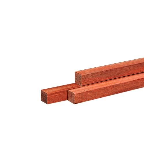 14210-14194-Basic-hardhouten-fijnbezaagde-vierkante-palen-gepunt-hardhout