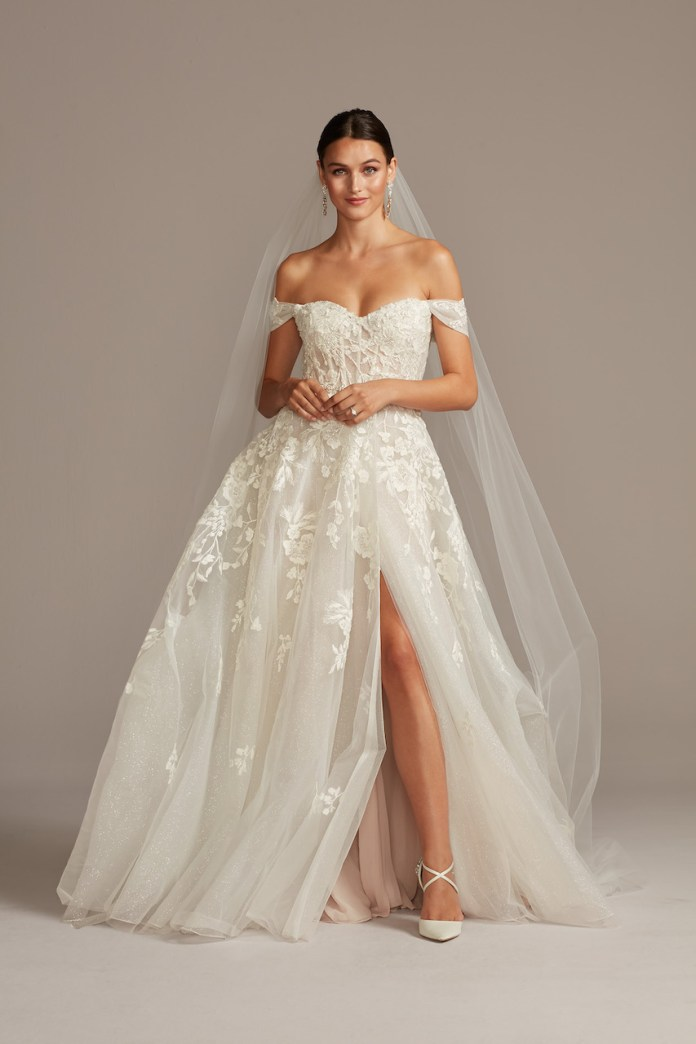 Bride wearing essential flower tulle wedding dress with detachable sleeves