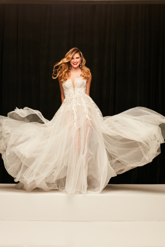 Bride is wearing an autumn wedding dress 2021 with lace applications
