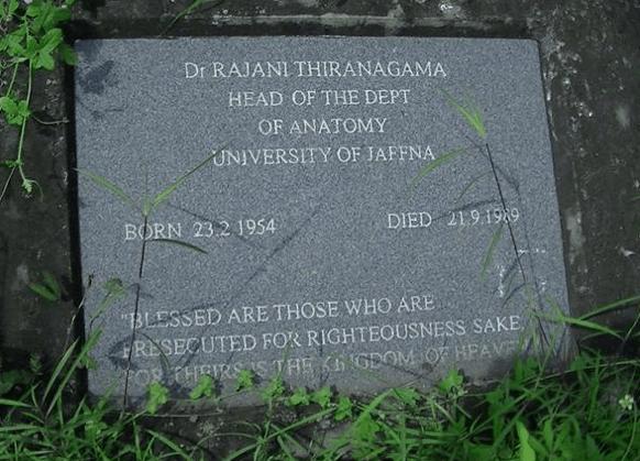 புனித ஜேம்ஸ் சர்ச் வளாகத்தில் ராஜனி அவர்களின் கல்லறை - படம் எடுத்தது 2002ல், சபா தம்பி அவர்களால். நன்றி: http://dbsjeyaraj.com/dbsj/archives/33112