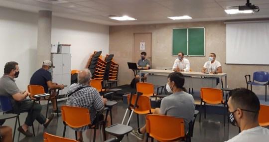 Omar Braina en reunión con clubs