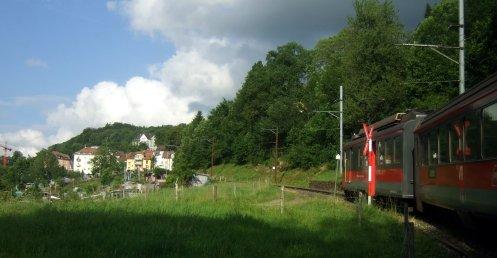 Die steilste Stelle der Appenzeller Bahnen bei der Ausfahrt aus SG, wo auch Zahnradeingriff erfolgen muss.