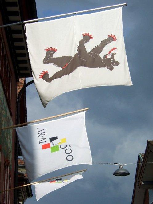 Der Innerrhoder Bär und die AR-AI-Flagge.