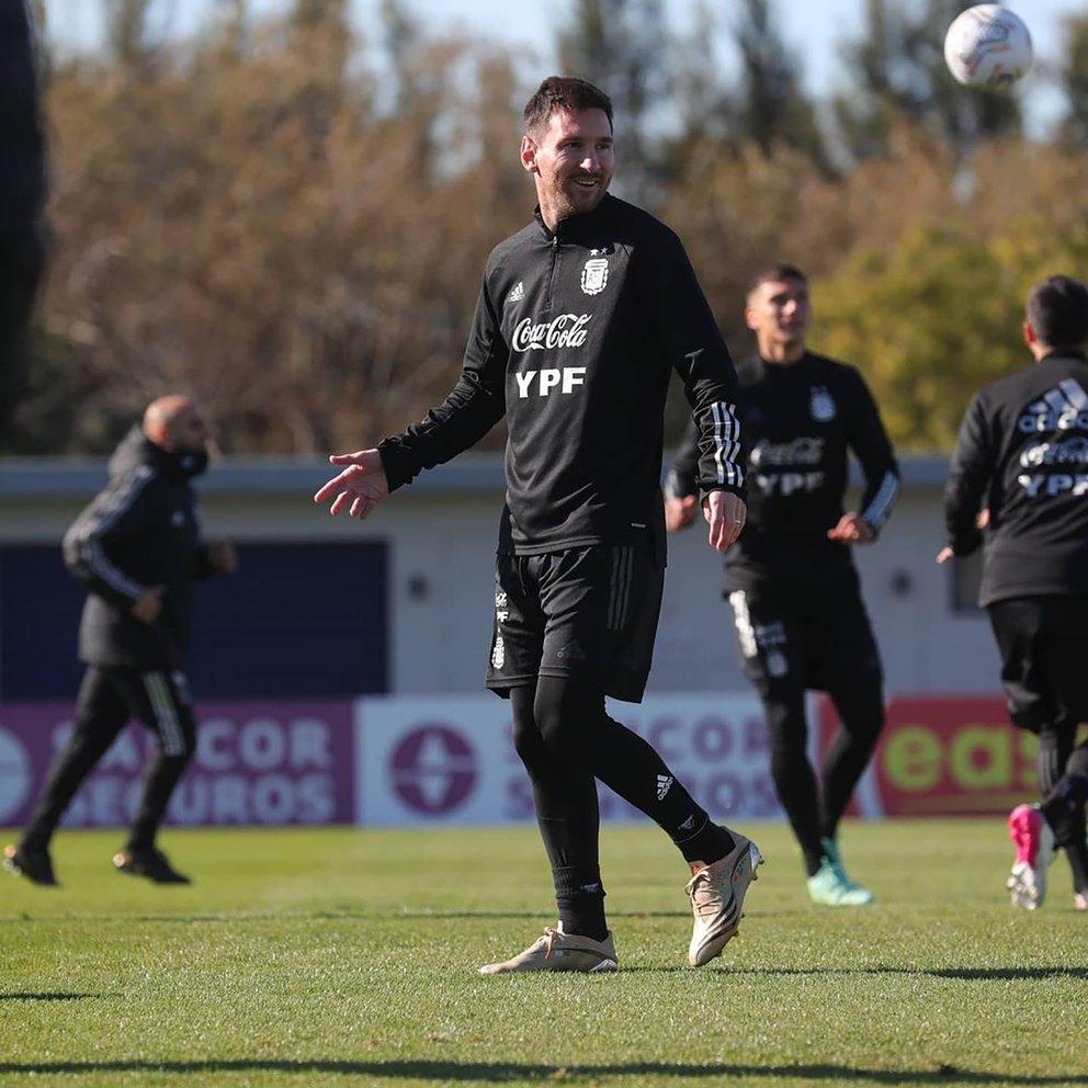 Alarma en la Selección: un titular indiscutido sufrió un golpe y está en duda ante Uruguay