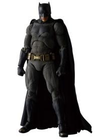 MAFEX-BvS-Batman-002