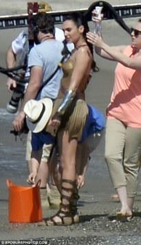 Wonder_Woman_Beach_10