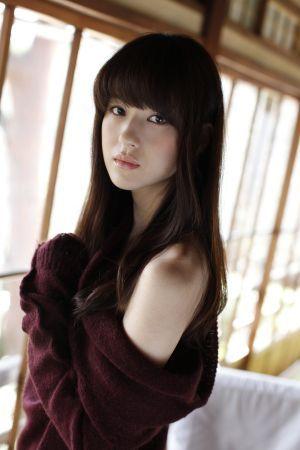 4年ぶりにグラビアに降臨した女優・松本若菜が美しすぎる ...