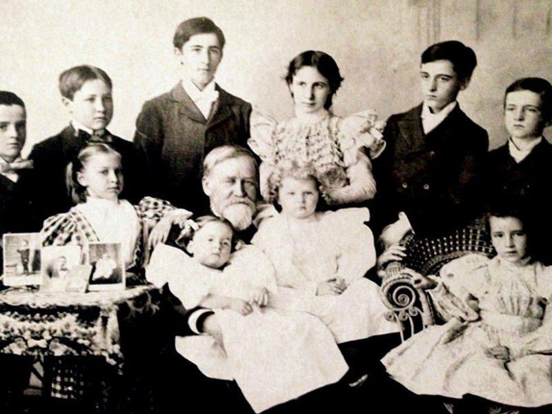 Maqrgaret DeM Brown Family