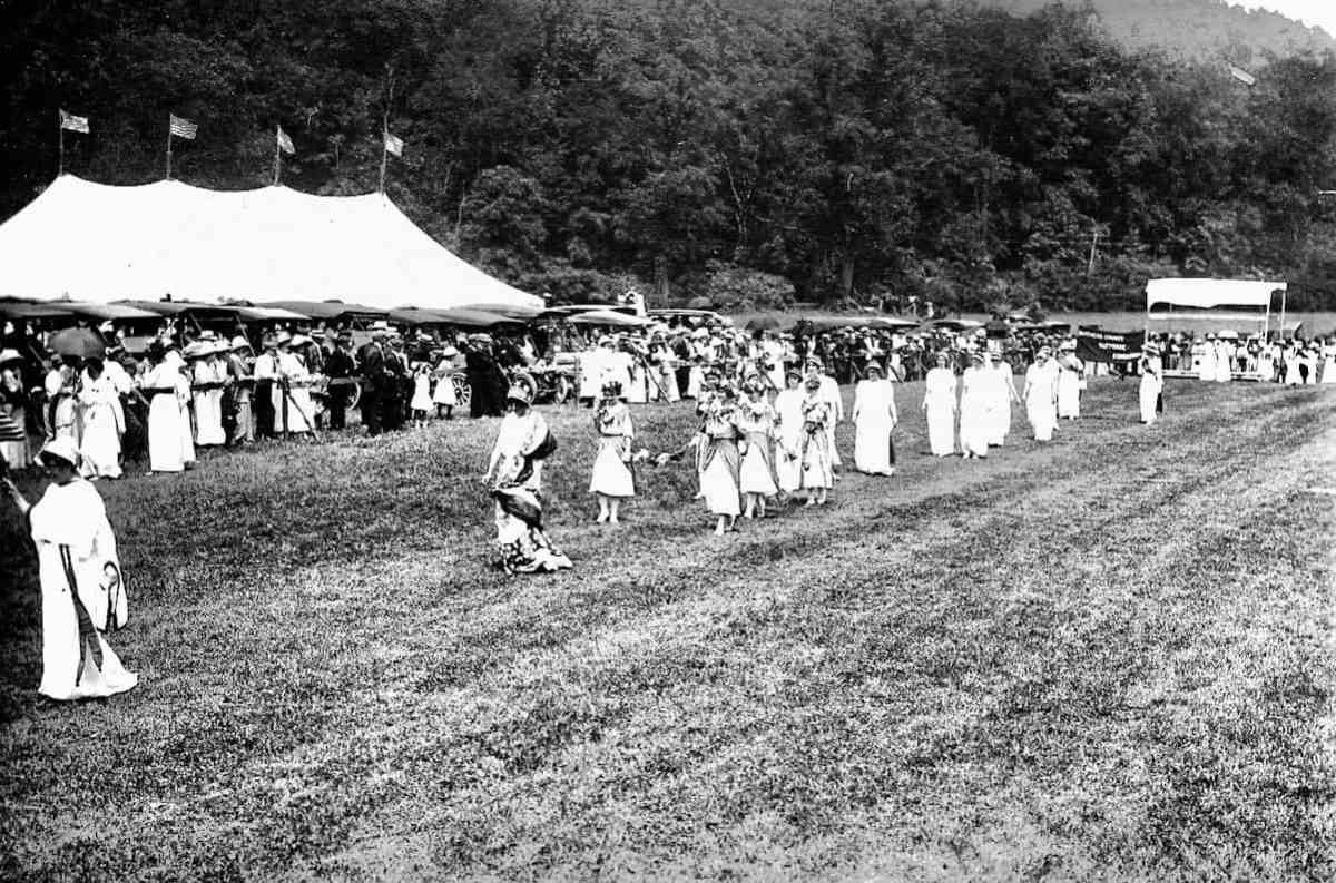Amenia Suffrage 1914 parade