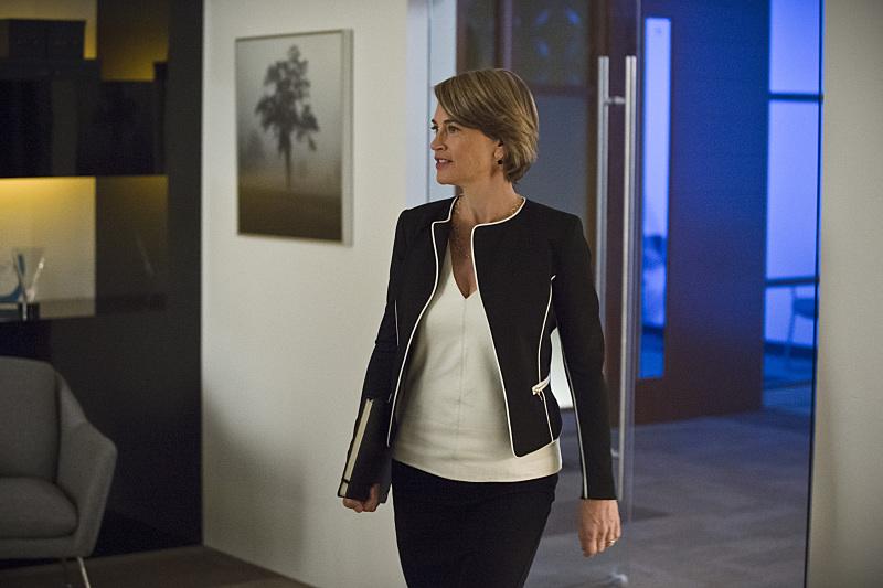 """The Flash -- """"All Star Team Up"""" -- Image FLA118B_0300b -- Pictured: Amanda Pays as Christina McGee -- Photo: Cate Cameron/The CW -- © 2015 The CW Network, LLC. All rights reserved."""