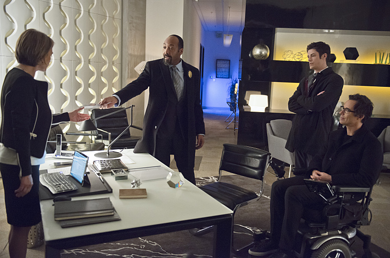 """The Flash -- """"All Star Team Up"""" -- Image FLA118B_0290b-- Pictured (L-R): Jesse L. Martin as Detective Joe West, Grant Gustin as Barry Allen, and Tom Cavanagh as Harrison Wells -- Photo: Cate Cameron/The CW -- © 2015 The CW Network, LLC. All rights reserved."""
