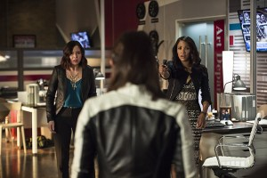 """The Flash -- """"The Darkness and the Light"""" -- Image FLA205B_0131b.jpg -- Pictured (L-R): Malese Jow as Linda Park and Candice Patton as Iris West -- Photo: Cate Cameron/The CW -- © 2015 The CW Network, LLC. All rights reserved."""