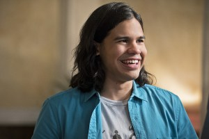 """The Flash -- """"The Darkness and the Light"""" -- Image FLA205A_0087b.jpg -- Pictured: Carlos Valdes as Cisco Ramon  -- Photo: Katie Yu/The CW -- © 2015 The CW Network, LLC. All rights reserved."""