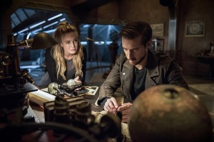 """DC's Legends of Tomorrow -- """"Blood Ties"""" -- Image LGN103A_0257b.jpg -- Pictured (L-R): Caity Lotz as Sara Lance/White Canary and Arthur Darvill as Rip Hunter -- Photo: Cate Cameron/The CW -- © 2016 The CW Network, LLC. All Rights Reserved"""